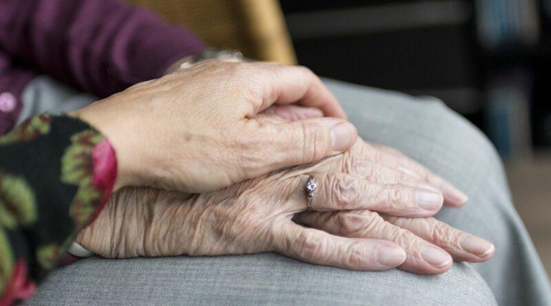 hands-old-matori-ljudi