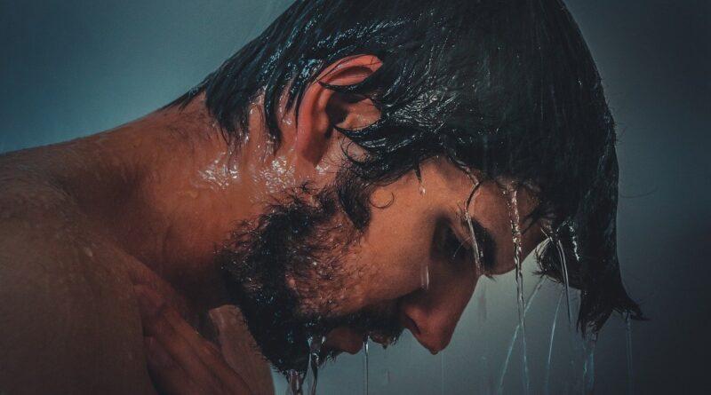 man-cold-shower-hladan-tus